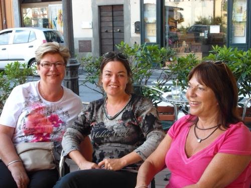 Myself, Rosi & Cherry at coffee